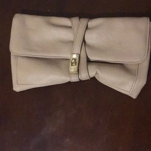 Light blush/almost nude clutch